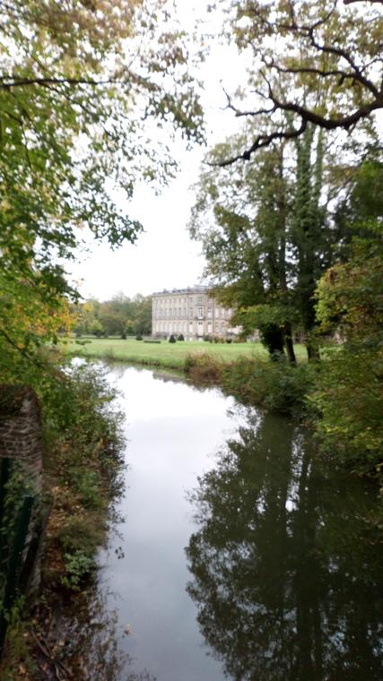 etang et chateau de l'hermitage.JPG