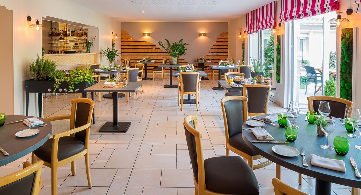 Salle restaurant RECADRER.jpg