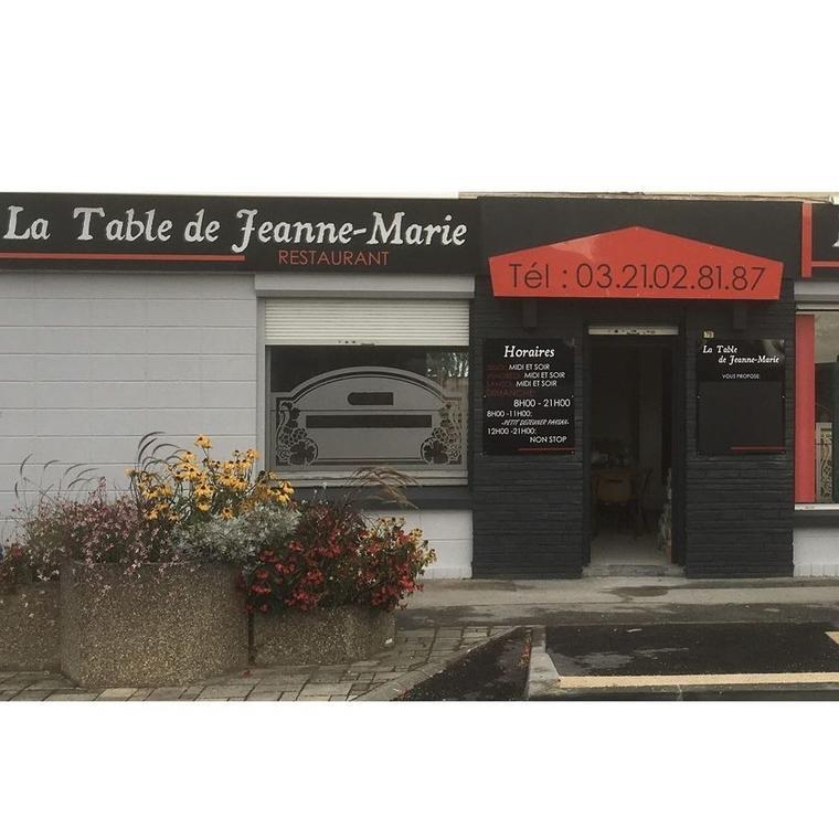 la table de Jeanne-Marie - Essars.jpg
