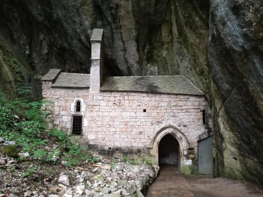 Chapelle Notre-Dame-de-Cénaret à Saint-Chély-du-Tarn.jpg