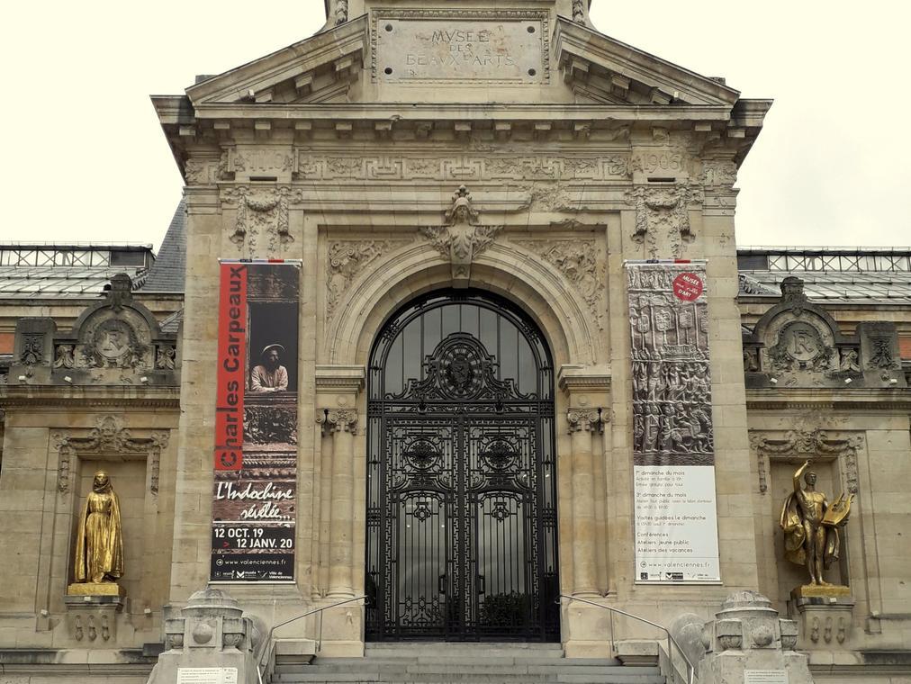 parvis-musée-valenciennes-indochine-révélée-exposition.jpg