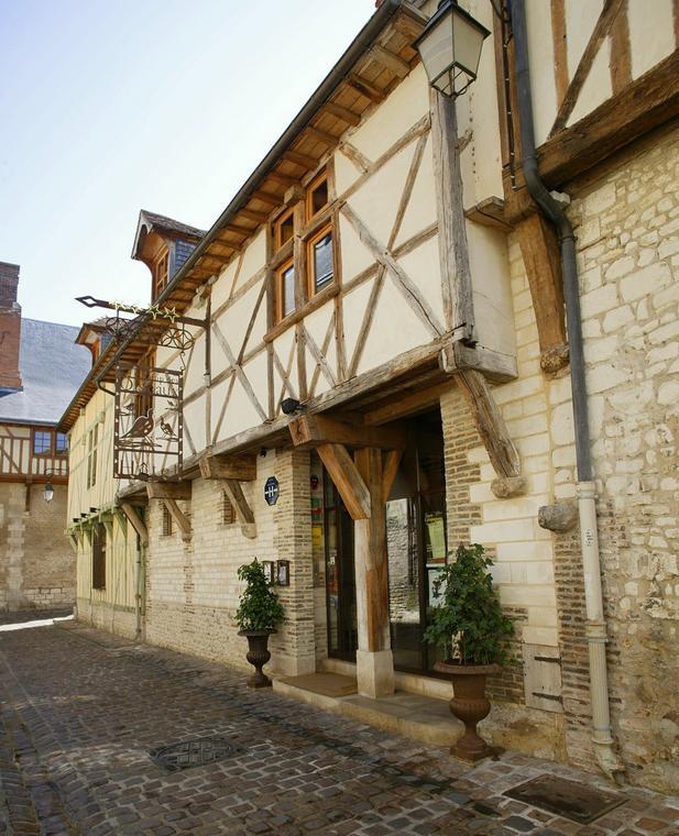 Rue Linard Gonthier - Champ des Oiseaux.jpg