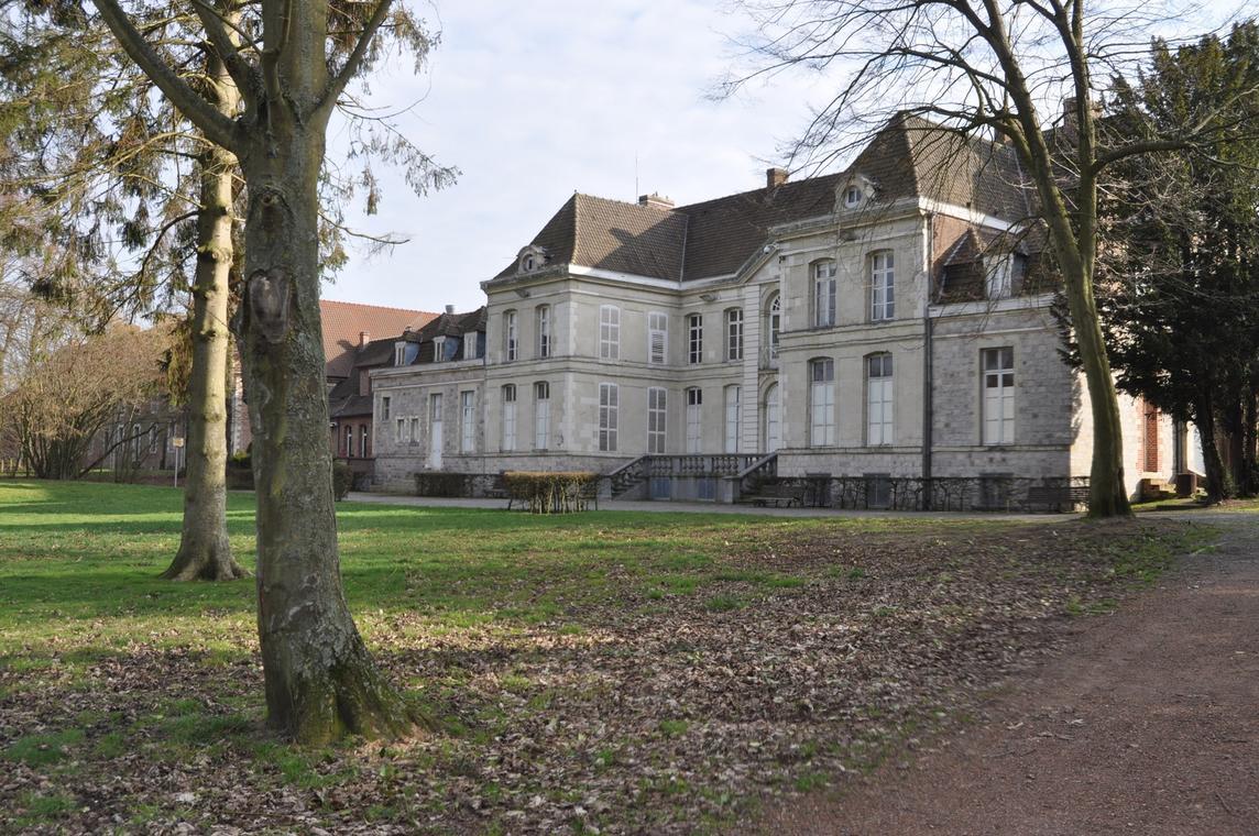 Château de Bernicourt - Photo mairie de Roost-Warendin service communication.jpg
