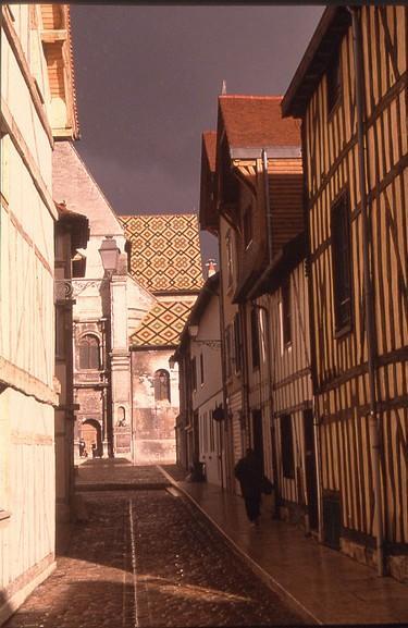 Exterieur St Nizier vue de la rue Mérat.jpg
