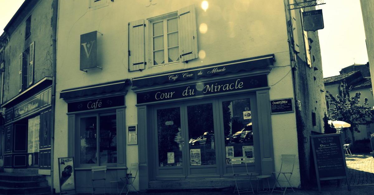 Vouvant-Cour-du-Miracle.jpg