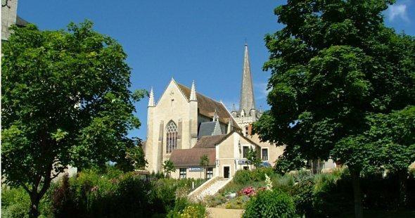 Visite_Ass_Pat_visite_Eglise_St_Sauveur.jpg