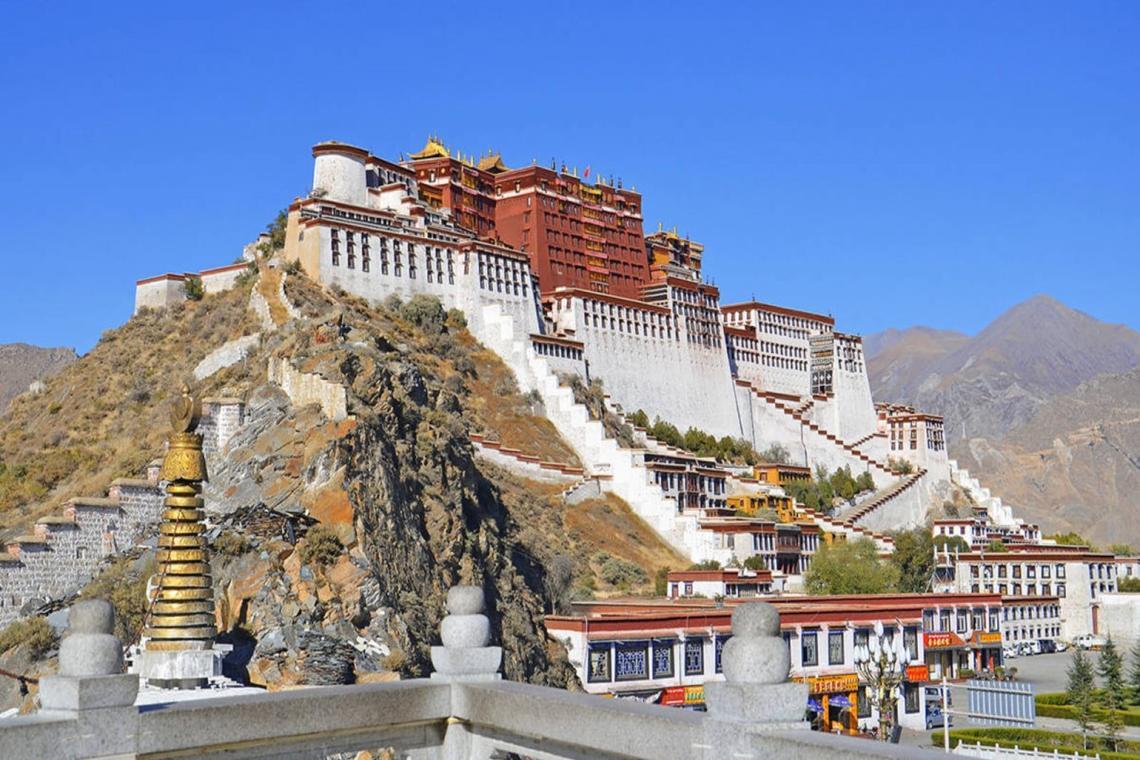 tibet1350x900.jpg