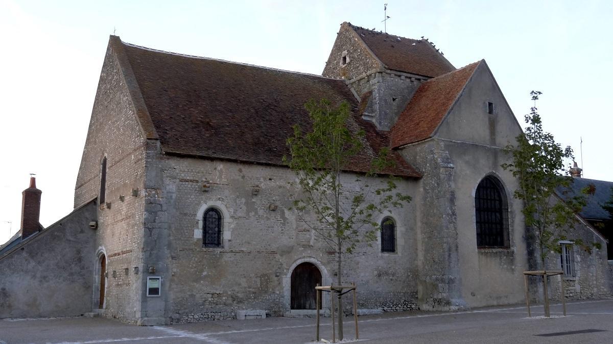 Église_Saint-Lubin_d'Averdon_1.jpg