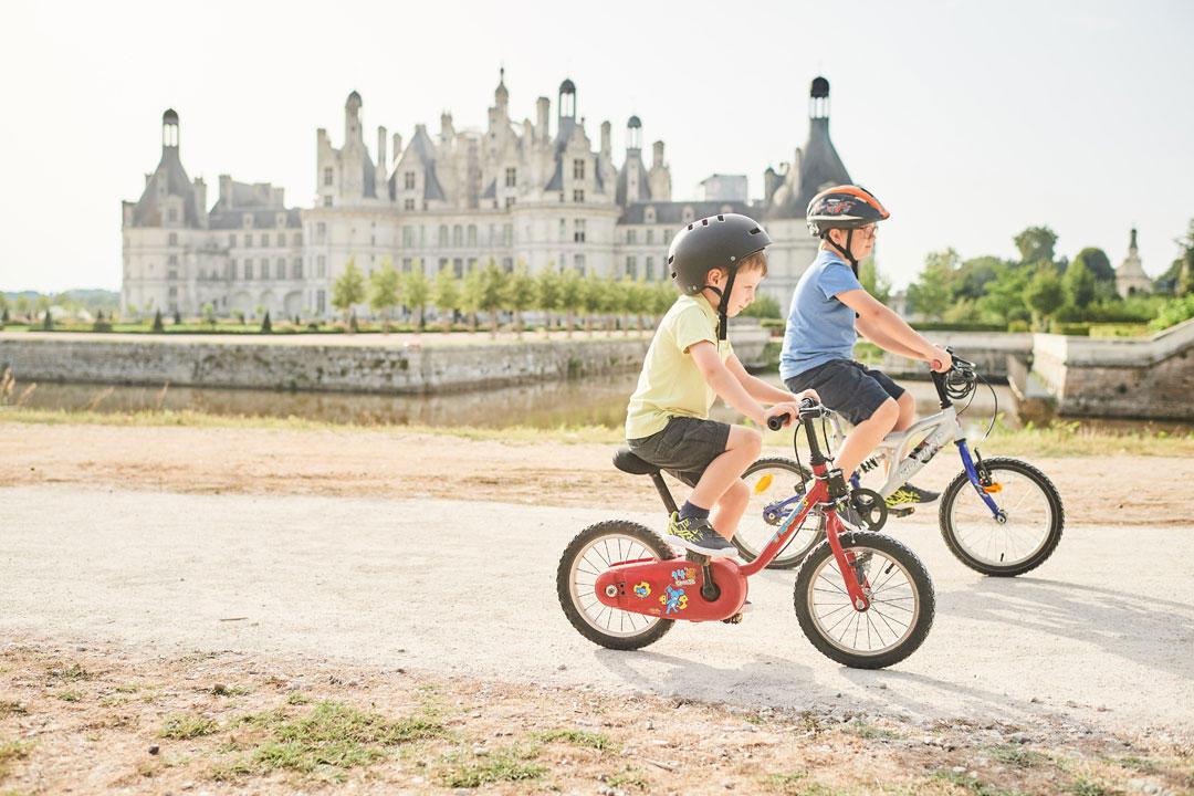 enfant-à-vélo-à-Chambord.jpg