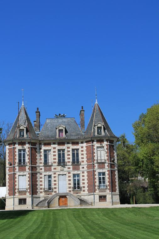 Château-de-Val-Seine-e1445628516311.jpg