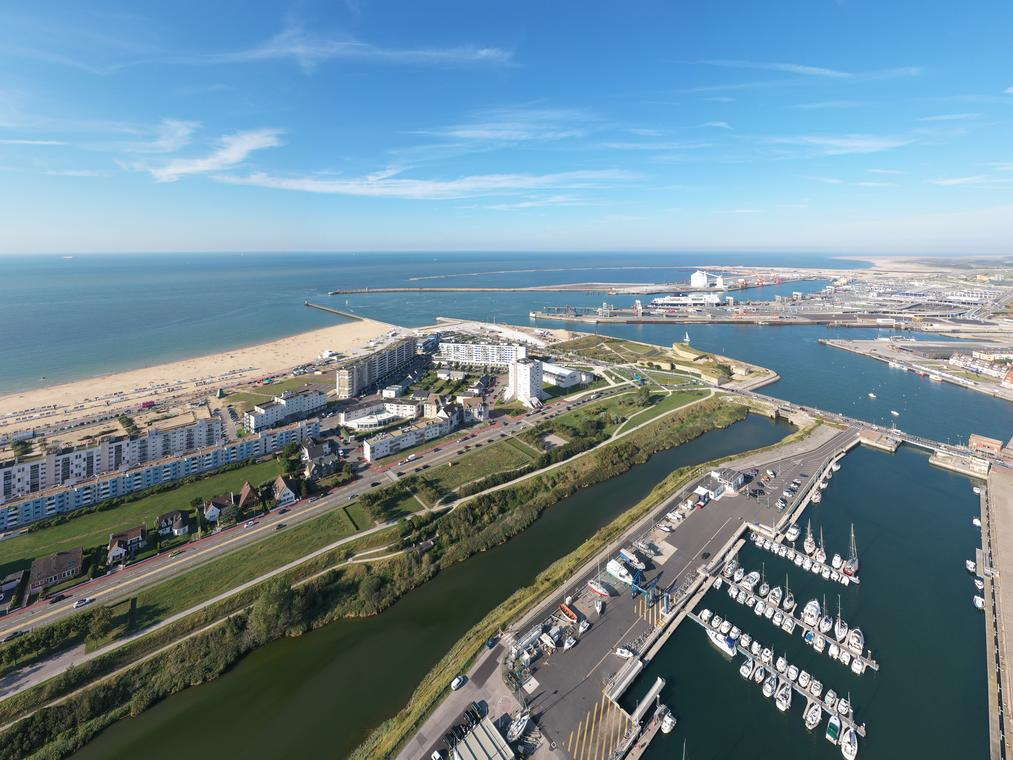 vue aérienne port et plage de Calais (3).JPG