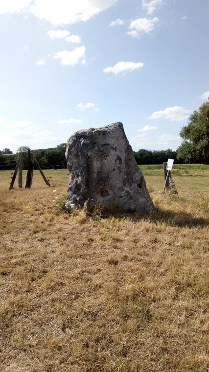Menhir néolithique classé monument historique en 1960 selfie spot!.JPG