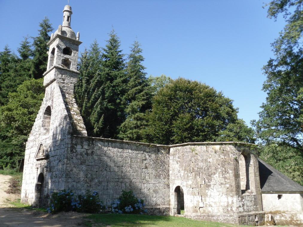 Vestiges chapelle de la Trinité - Lanvenegen - Pays roi Morvan - Morbihan Bretagne sud - CP OTPRM (13).JPG