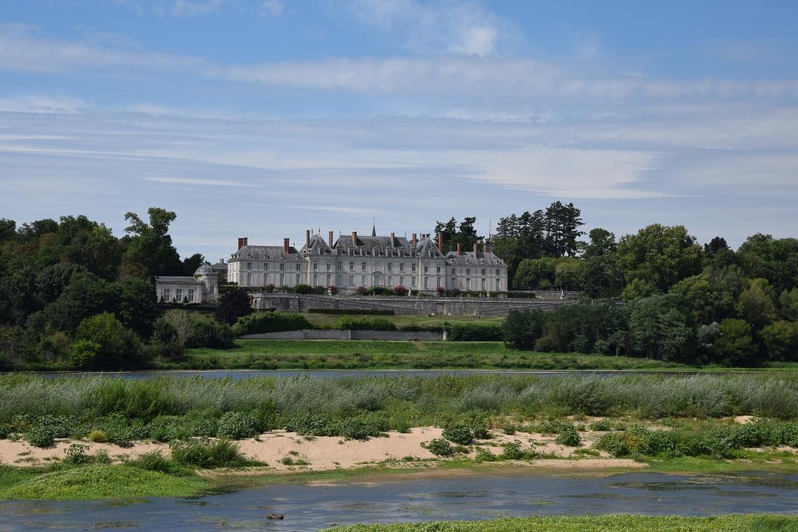 La Loire et le chateau de Menars.jpg