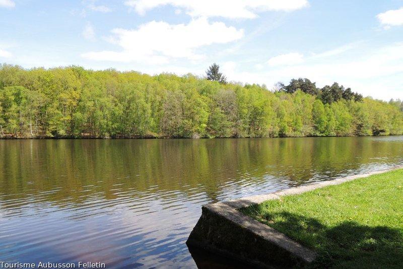 photo-itineraire-les-trois-bourgs-tourisme-aubusson-felletin_1.JPG.800x800_q85_watermark-bd92460e82793a35b9f7f478b1aeca8b.jpg