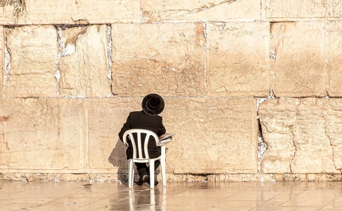 Shema-Adonaï-the-western-wall-4595324-HD-CR-RI-YA--1376x850.jpg