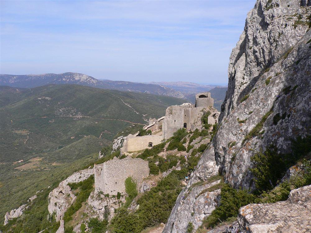 Châteaux de Quéribus & Peyrepertuse + village de Cucugnan.jpg