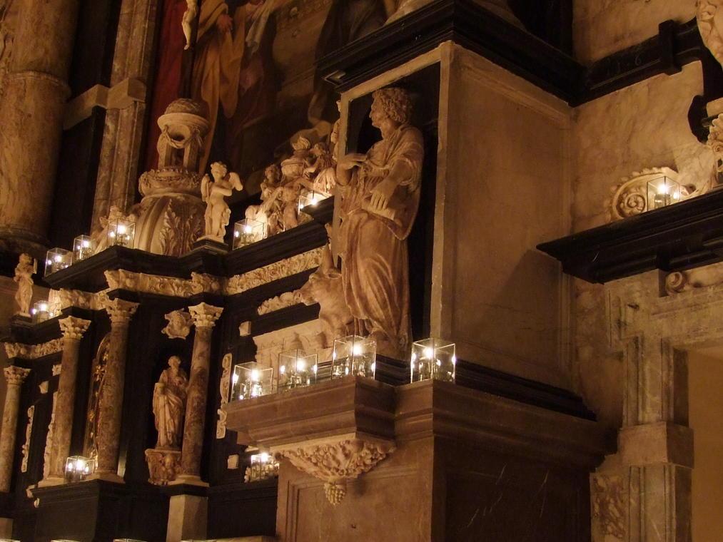 Illumination-a-la-bougie-Notre-dame-de-calais (8).JPG