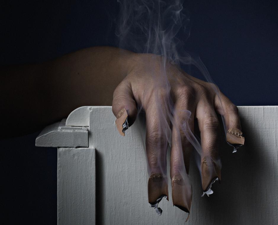 Serie-Ceremonie-de-remise-du-de-dor-photographie-main-et-ongles-impression-encollee-sur-aluminium-et-encadree-50x37.5-cm-2009versionreduite-scaled.jpg
