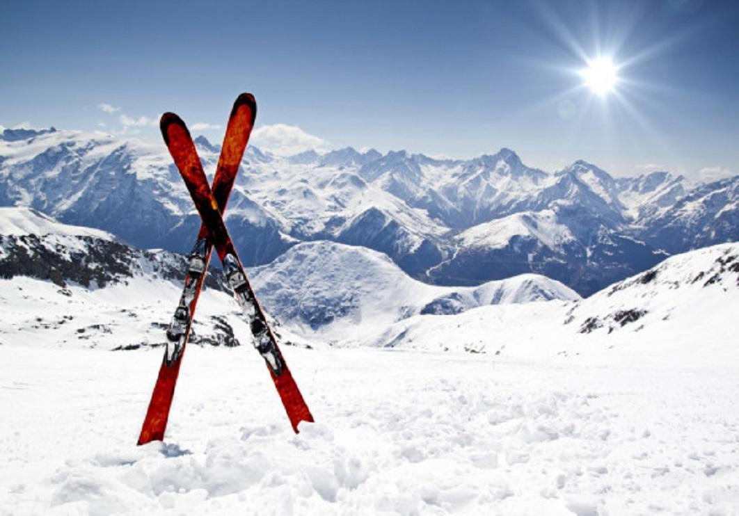 depositphotos_9077647-stock-photo-pair-of-cross-skis.jpg