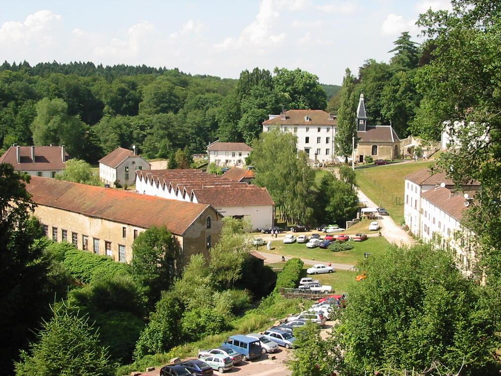Bains-les-Bains_Manufacture_Royale_vue_générale.jpg