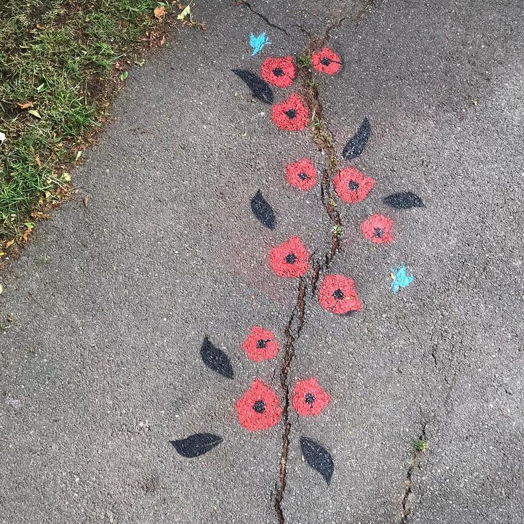De nos fissures naitront des fleurs - Square du rond-point - entrée rue d'Alsace Lorraine- Marle les mines - Sandrine estrade boulet.jpg