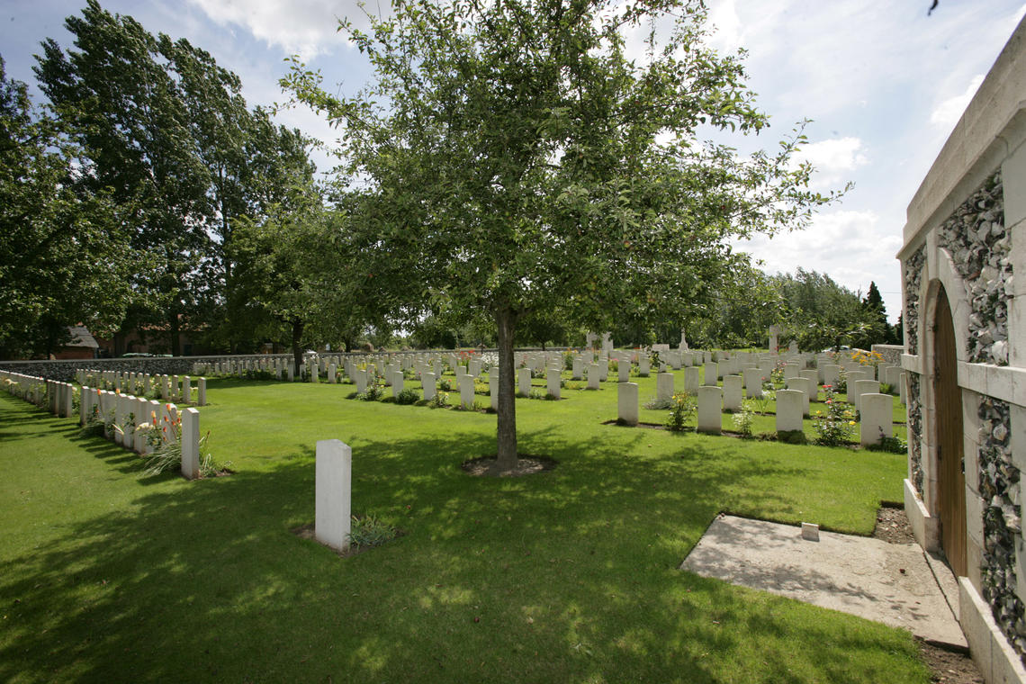Saint Vaast Post Military Cemetery - Richebourg.jpg