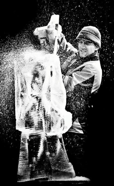 Samuel GIRAULT sculpteur sur glace.jpg