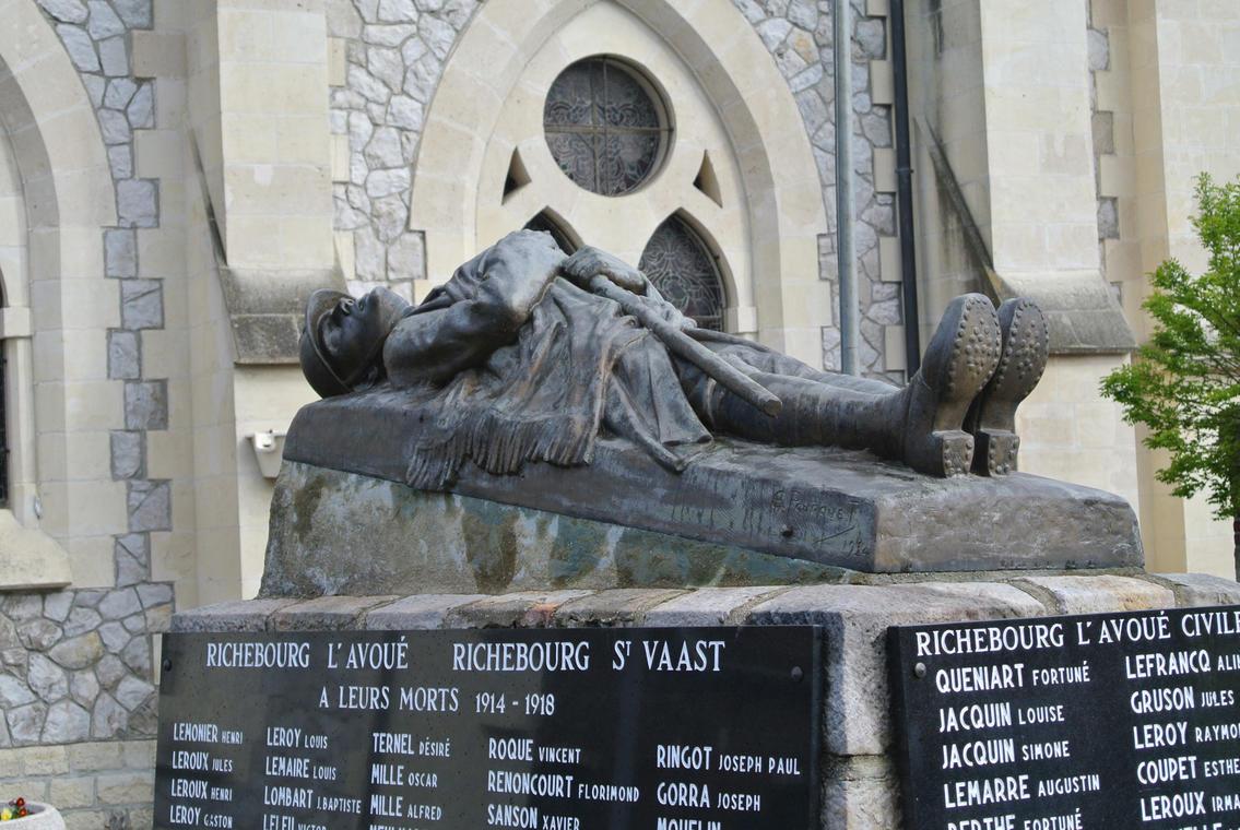 Monument aux morts de Richebourg - Copyright OTBB.jpg