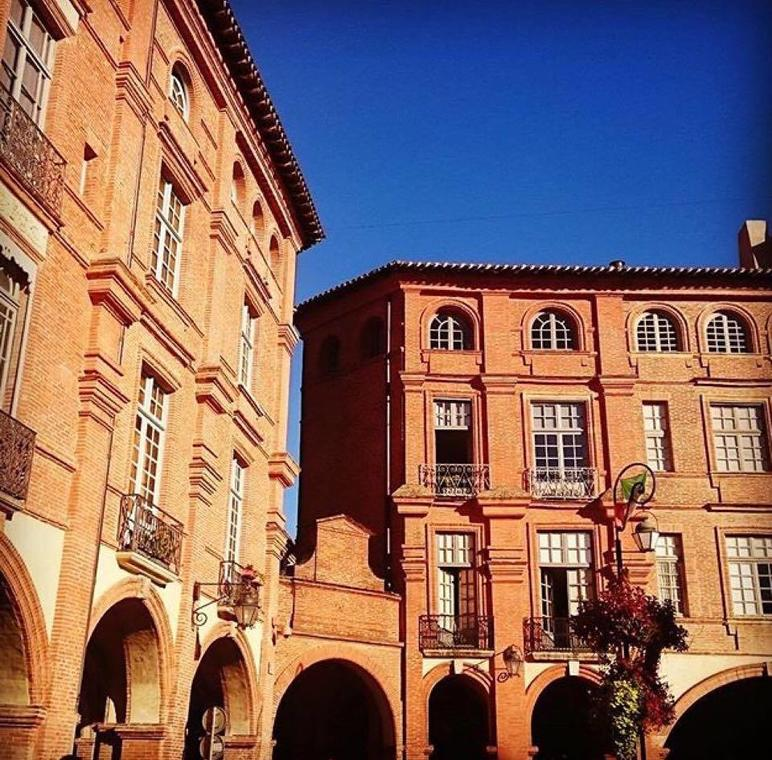 facade_place_nat_#laul_prl.jpg