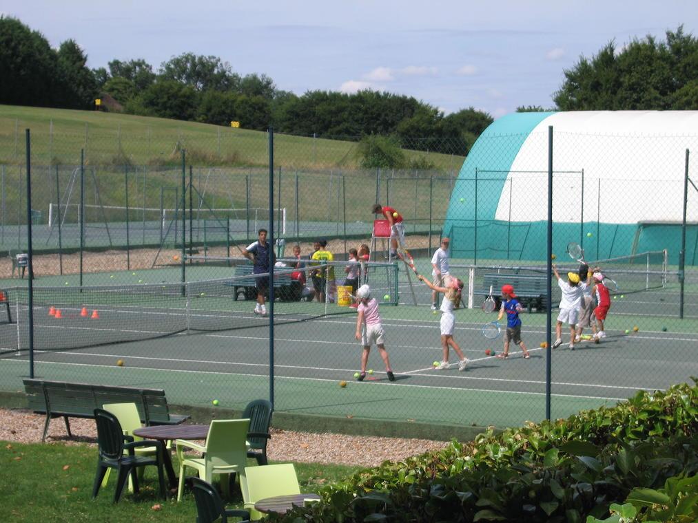 club_tennis_La_Roche_Posay.JPG