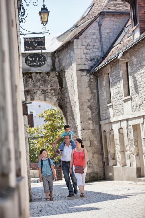 patrimoine_medieval_porte_de_ville_La_Roche_Posay ©S. Laval.jpg