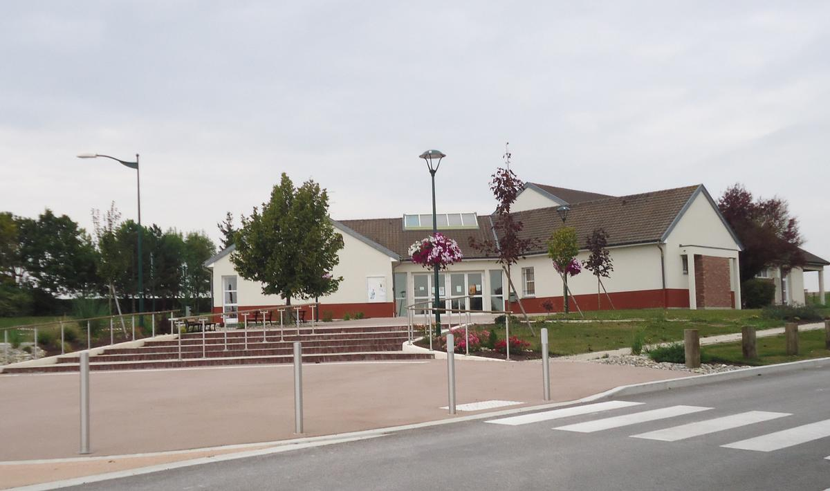Salle des fêtes Sainte-Maure.JPG