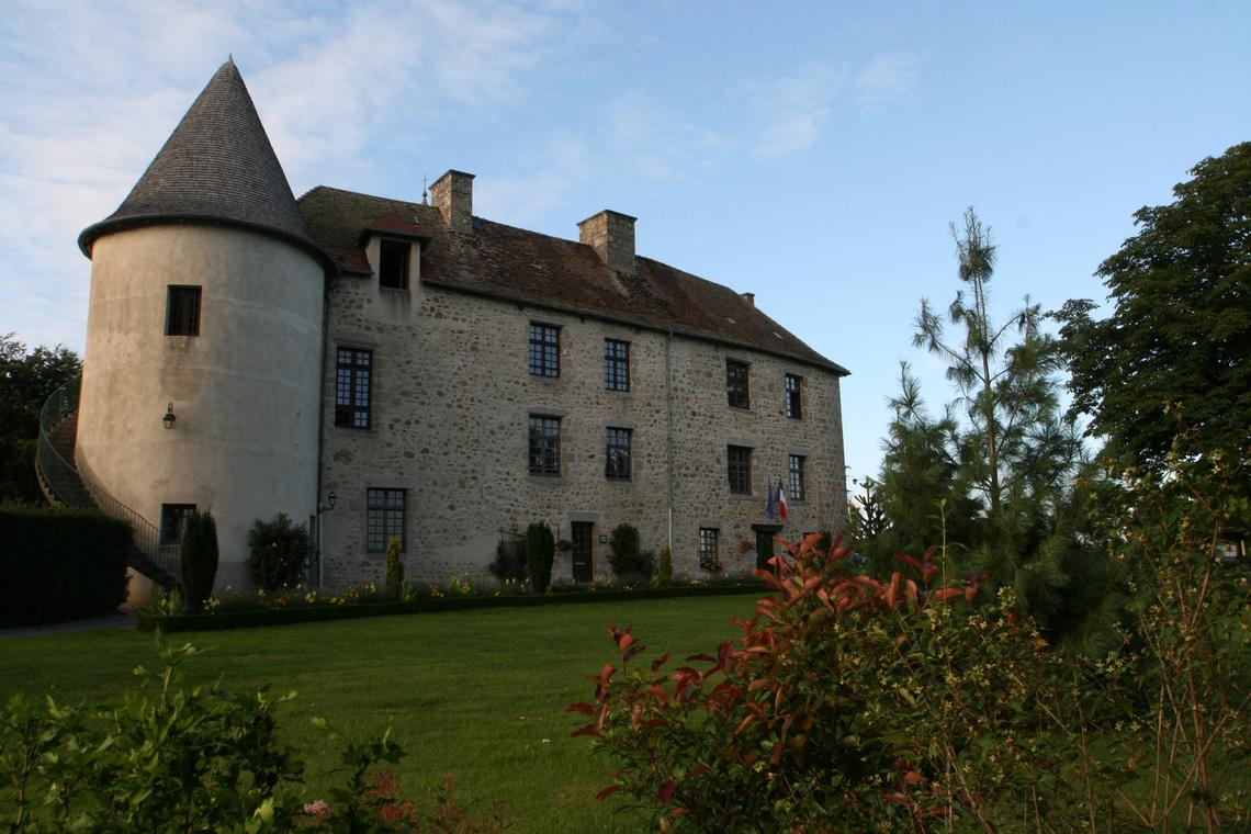 chateau_mothe-merinchal-Monts_Vergnes.jpeg