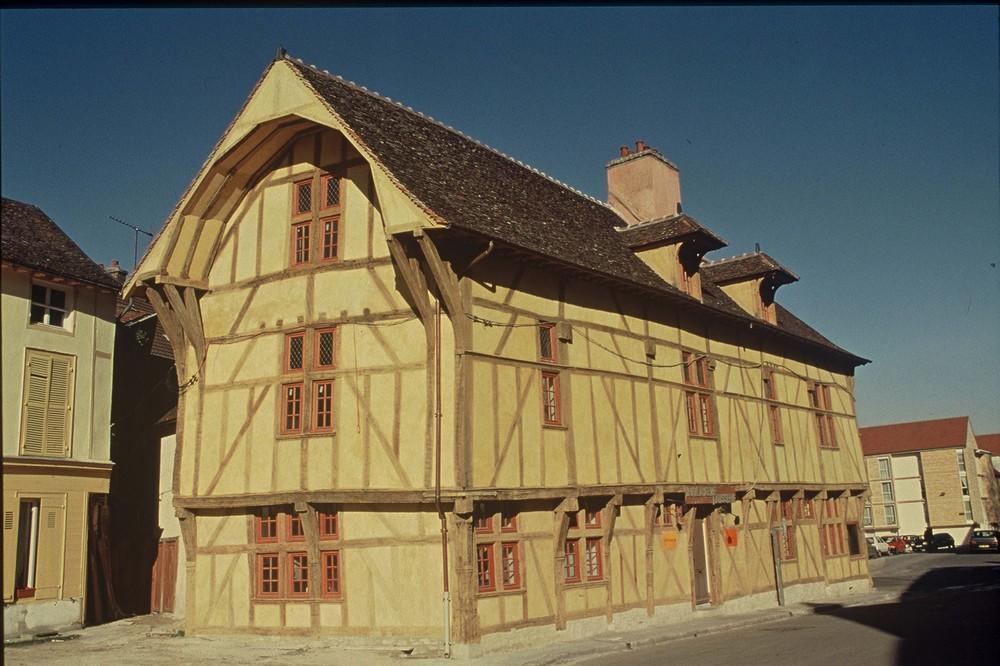 D le Névé OT Troyes - Maison du Dauphin 9.jpg