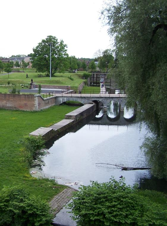 Ecluse_rempentie_citadelle_Valenciennes.JPG