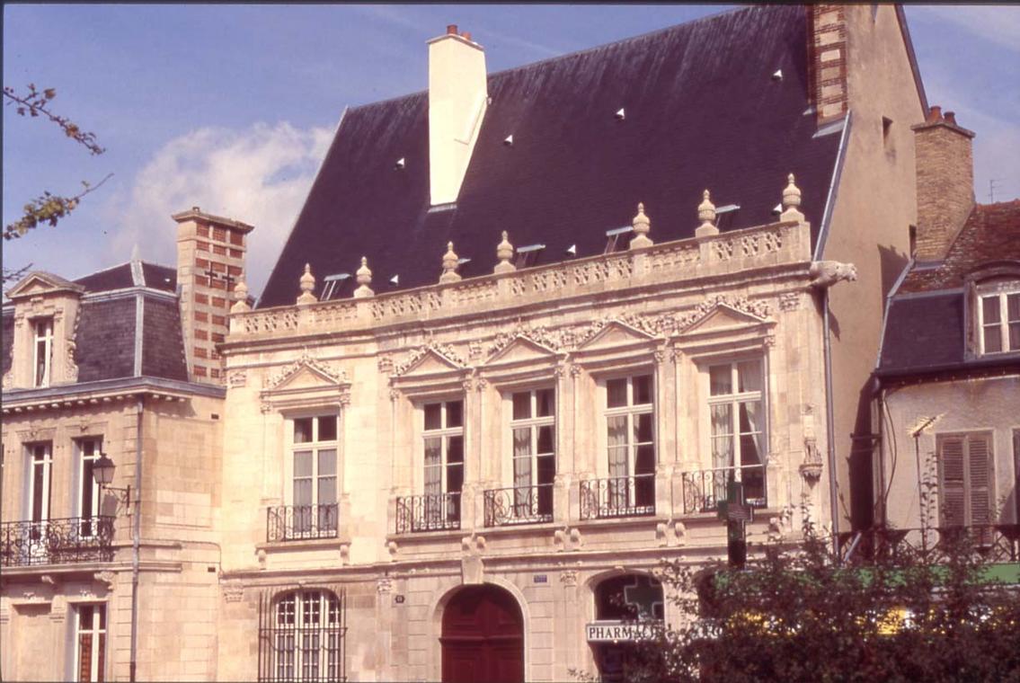 hotel de chapelaines façade gf.JPG