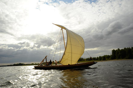 Balade en futrau sur la Loire avec l'Association des Marins du Port de Chambord