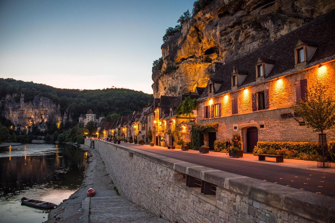 La Roque-Gageac by night