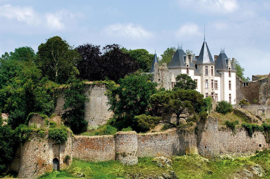 chateau-bressuire-1