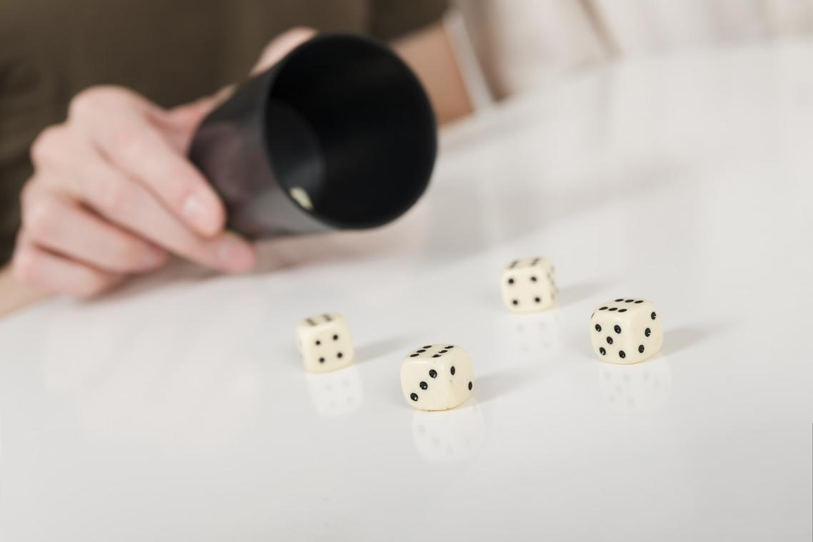 211030-close-up-yahtzee-game-on-white-table