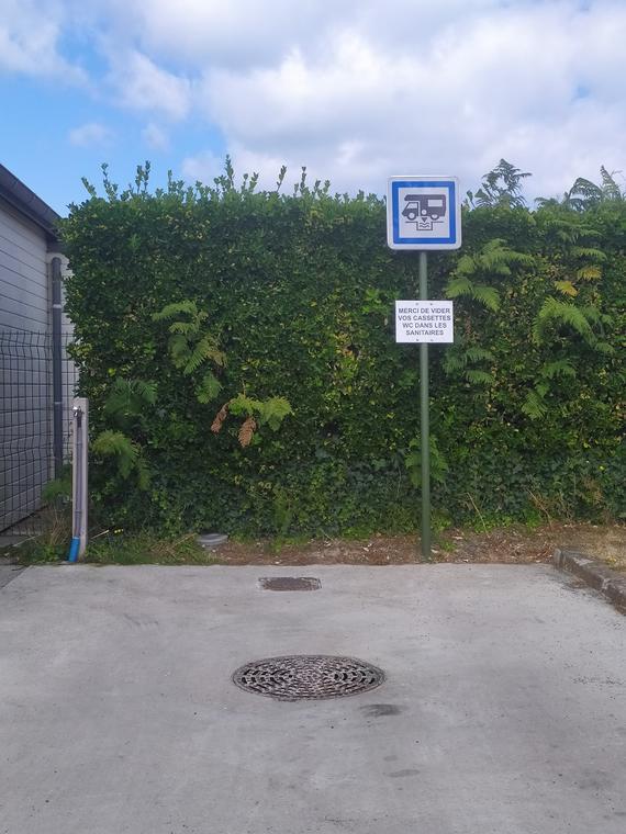 LOC Borne de service Parking du cimetière