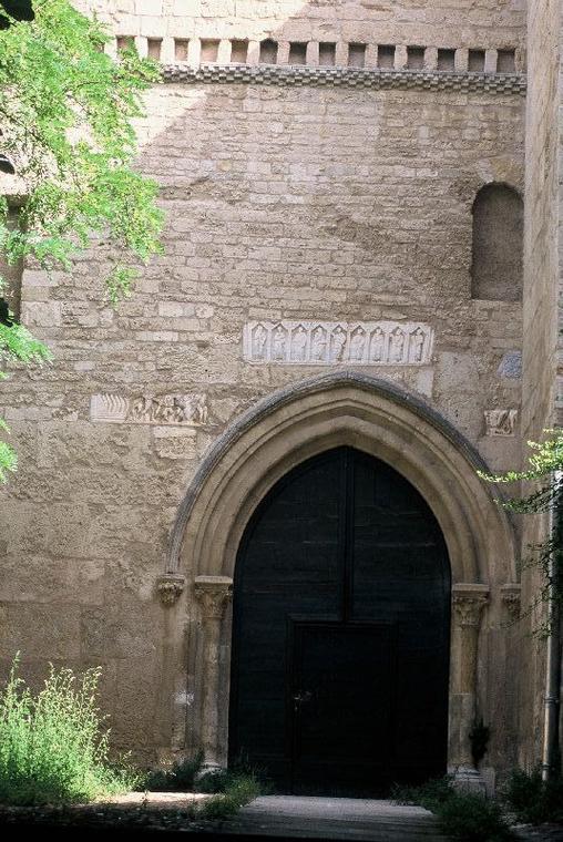 Basilique St Aphrodise-porche d'entree-Christian FEMENIAS