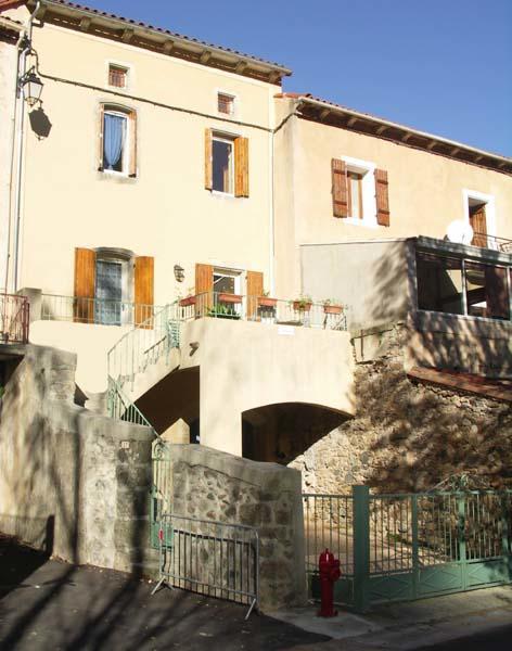maison-cote-colline gîte avec terrasse et parking
