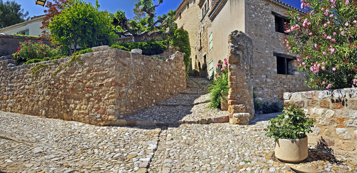 calades montouliers village du canal du midi au saint chinian