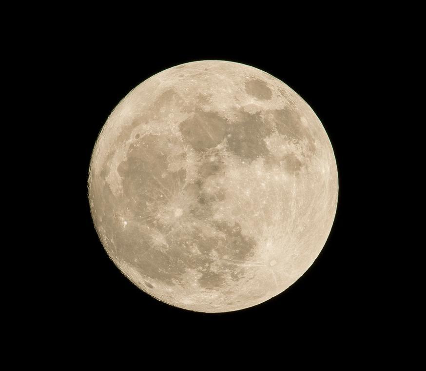 Observation lune © Pedro Lastra - Unsplash