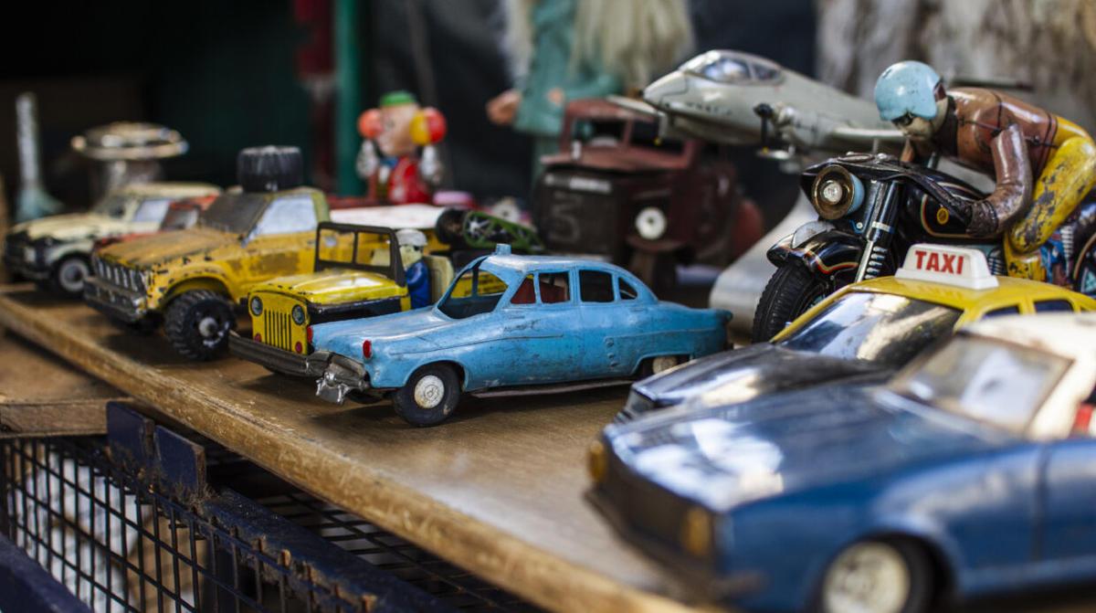 antiques-market-objects-composition-1240x694
