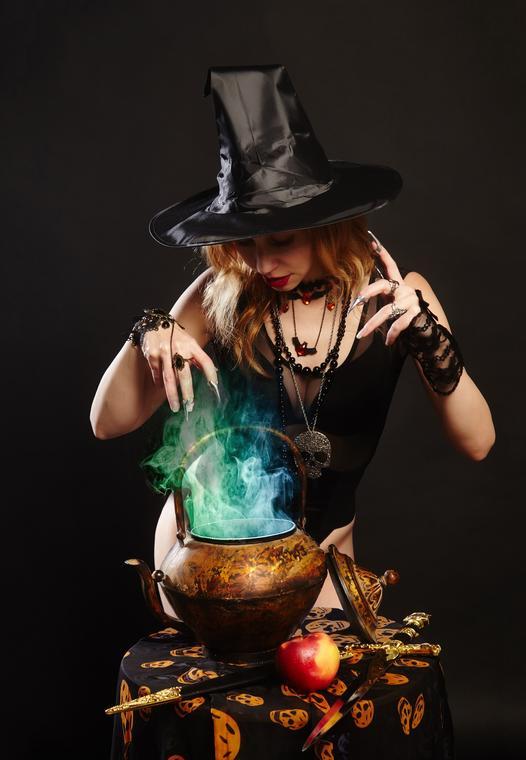 witch-4768770_1920
