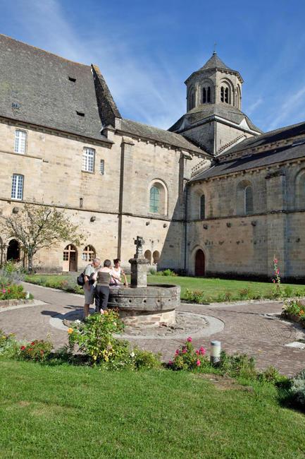 AbbayeAubazine-vueAbbatiale