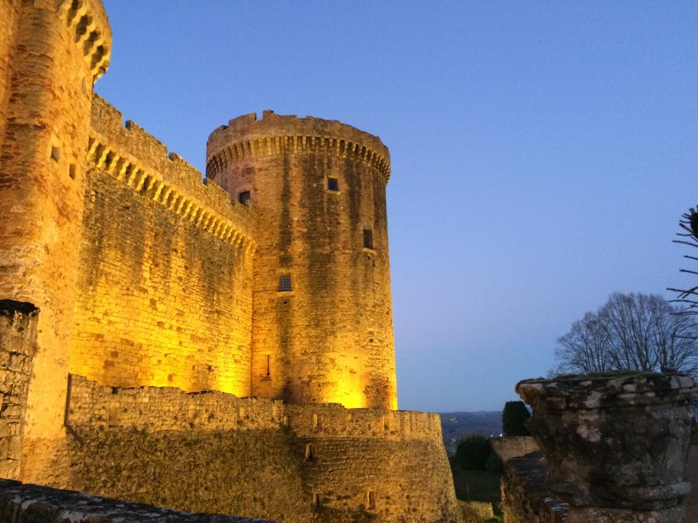 CastelnauByNight